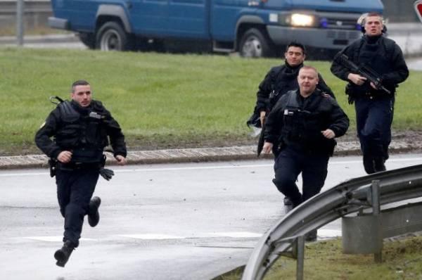 В Марселе мужчина напал с ножом на людей