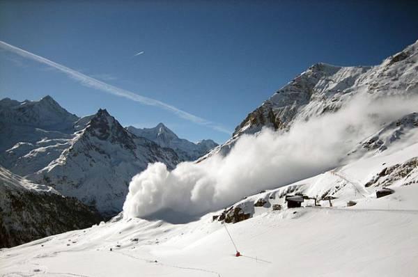 В Карачаево-Черкесии снежная лавина накрыла семерых лыжников