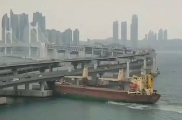 Экипаж утверждает, что капитан протаранившего мост в Пусане судна был трезв