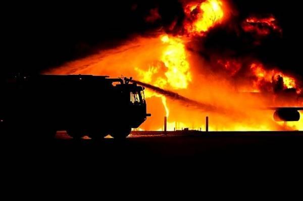В Калининграде потушен пожар на заброшенном заводе