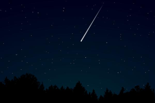 Жители Самары сняли на видео падение метеорита