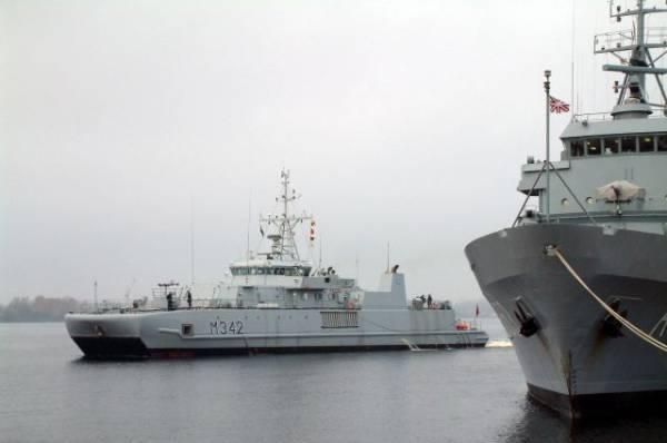 Черноморский флот следит за вошедшим в акваторию американским эсминцем