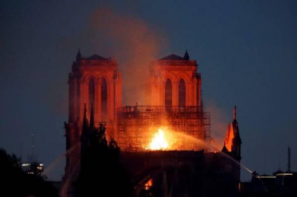 Премьер Испании назвал катастрофой пожар в соборе Парижской Богоматери