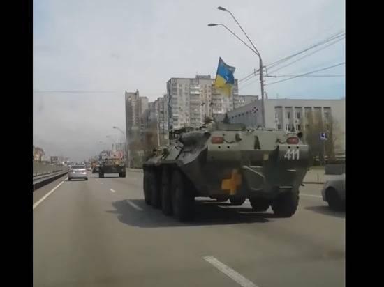В Киеве на улицах появилась военная техника