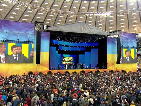 """Порошенко Зеленскому: """"Пока вы снимали свои фильмы, Украина умирала"""""""