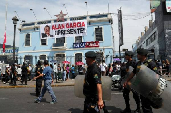 Восемь человек погибли в ДТП по пути на похороны экс-президента Перу