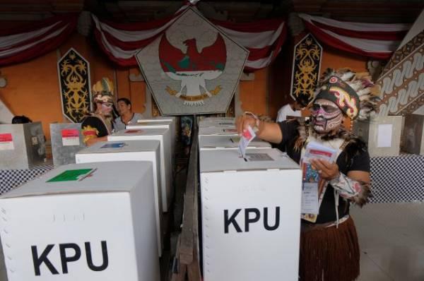 В Индонезии 92 сотрудника избиркома умерли от переутомления на выборах