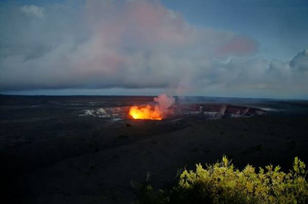 Американский военный выжил после падения в кратер действующего вулкана