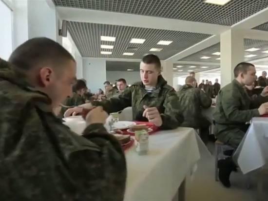 Российская армия отказалась кормить солдат тушенкой