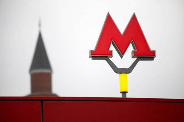 Названы две основные версии остановки поездов в московском метро