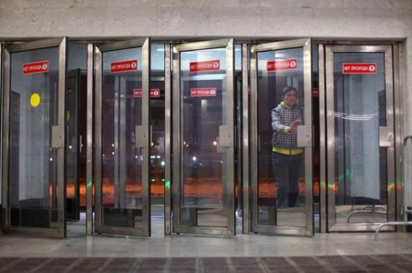 495 человек эвакуировали в четверг из метро Москвы после остановки поездов