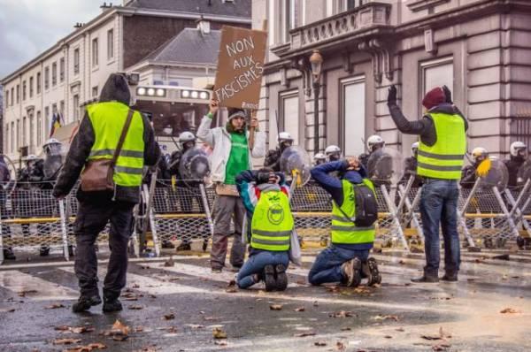 В Брюсселе полиция разогнала акцию «желтых жилетов»