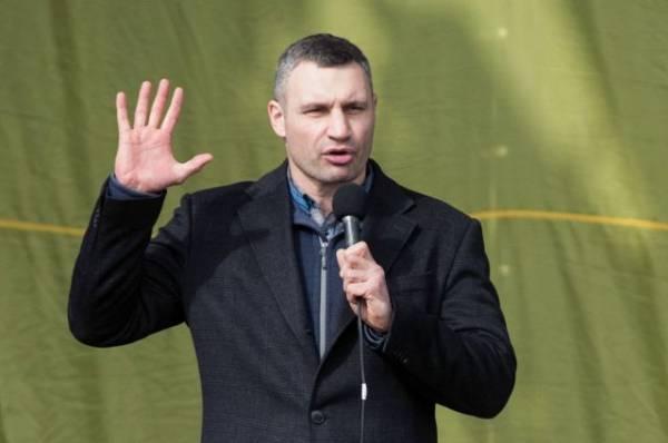 Кличко: поврежденные элементы треснувшего моста в Киеве скоро заменят
