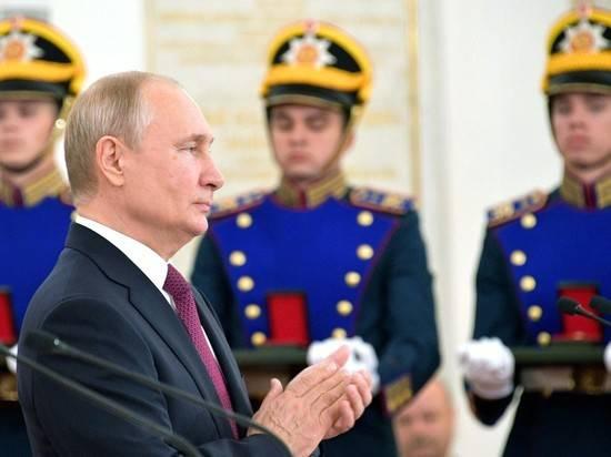 Путин поблагодарил лауреатов госпремий за труд на благо страны