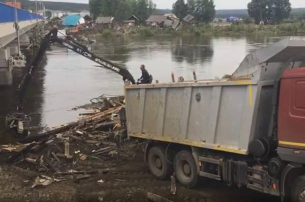 Чем государство помогло жертвам наводнения в Иркутской области?