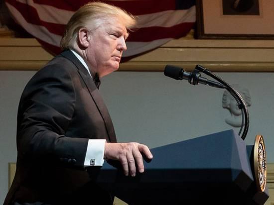Во время выступления Трампа на гербе США появился двуглавый орел