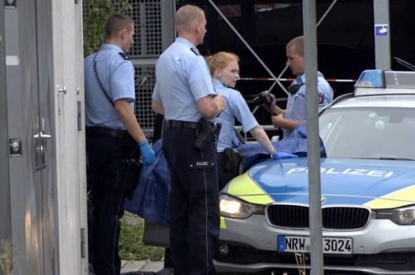 В Германии мужчина напал с ножом на людей на вокзале