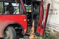 В Перми задержан водитель автобуса, который врезался в здание