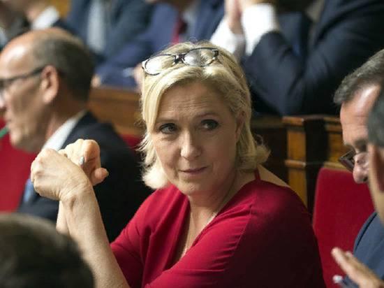 Ле Пен назвала абсурдными выступления против участия России в G8