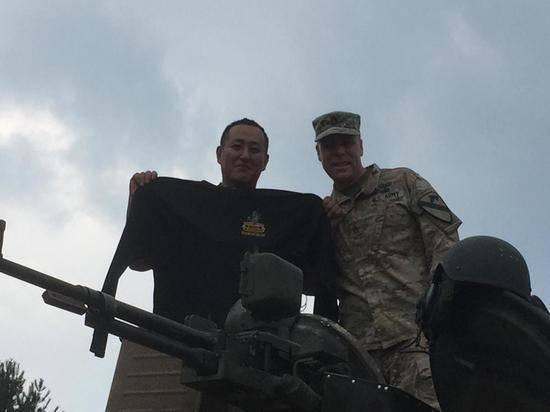 """Опубликовано видео катающихся на российском """"летающем"""" танке военных США"""