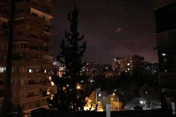 В небе над столицей Сирии прогремела серия взрывов