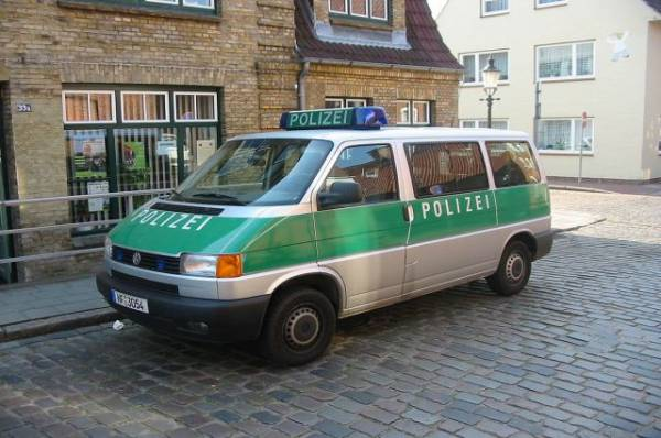 В Германии Porsche, вылетевший на тротуар, сбил насмерть четырех пешеходов