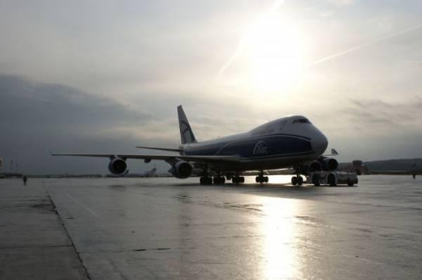 Самолет с треснувшим стеклом сел в Хабаровске