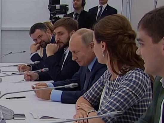 Путин пошутил про излишнюю бюрократию в России: «Дима, отдай!»