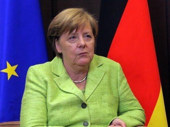 Зеленский заявил, что ему не стыдно перед Меркель за сказанное Трампу