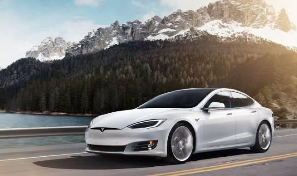 Tesla показала видео высокоскоростных краш-тестов своих электромобилей