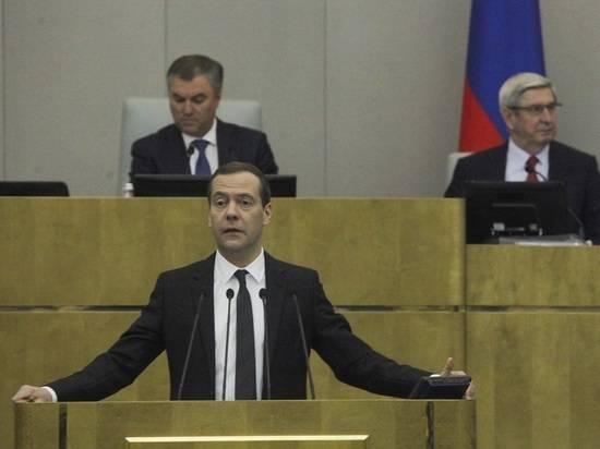 """Медведев договорился с депутатами обсудить """"четырехдневку"""" в начале 2020 года"""