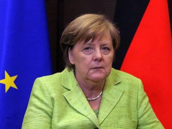 """Меркель не согласилась с мнением Макрона о """"смерти мозга"""" НАТО"""
