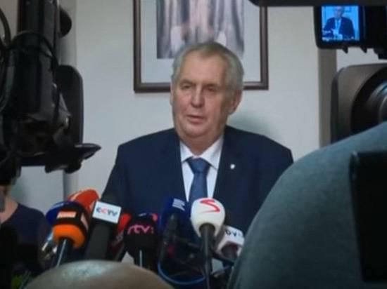 Земан пояснил, почему президентом Чехии не может быть генерал