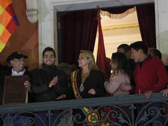 Сбежавшего Моралеса сменила женщина: президентом Боливии стала Жанин Аньес