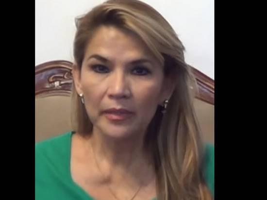 Сенатор Аньесприняла полномочия президента Боливии