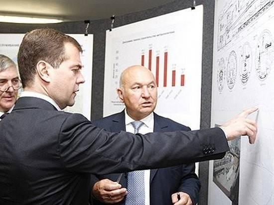 Пресс-служба премьера вспомнила о непростых отношениях Медведева и Лужкова