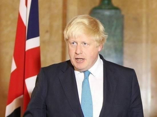 В Британии ополчились на Джонсона из-за отказа уезжать с отдыха