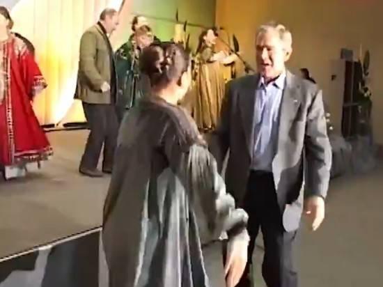 "Опубликовано архивное видео танца Путина и Буша под ""Сударыню-барыню"""