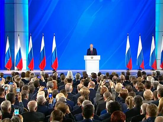 Путин объявил о доплате классным руководителям 5 000 рублей