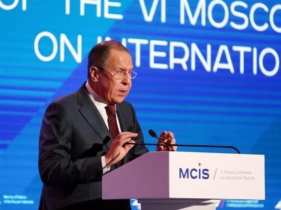 Лавров оценил идею приоритета Конституции над международным правом