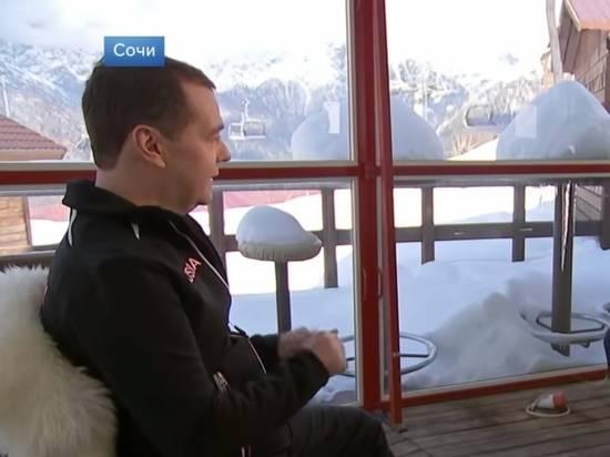 Медведев объяснил решение об отставке правительства