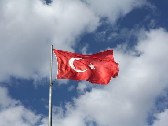 Власти Турции усилили охрану посольства России после угроз