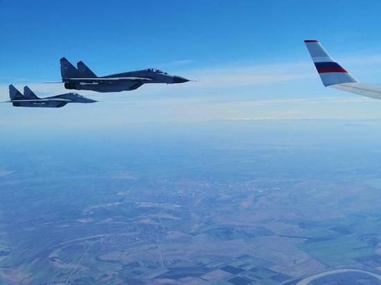 Сербские «МиГи» встретили самолет Сергея Шойгу