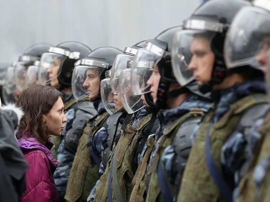 Власти наказали полицейских за силовой разгон митингов оппозиции в 2019 году