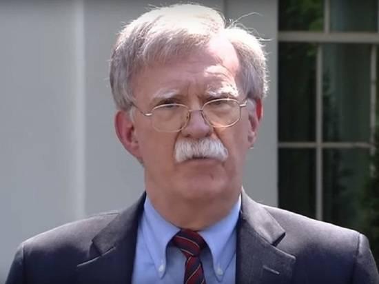 """Болтон подверг критике Трампа за """"недостаточно жёсткий"""" курс по Ирану"""