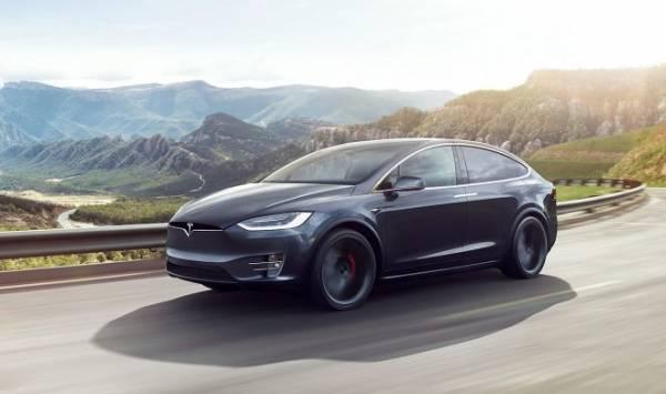 Хакеры с легкостью обманули автопилот Tesla при помощи кусочка липкой ленты