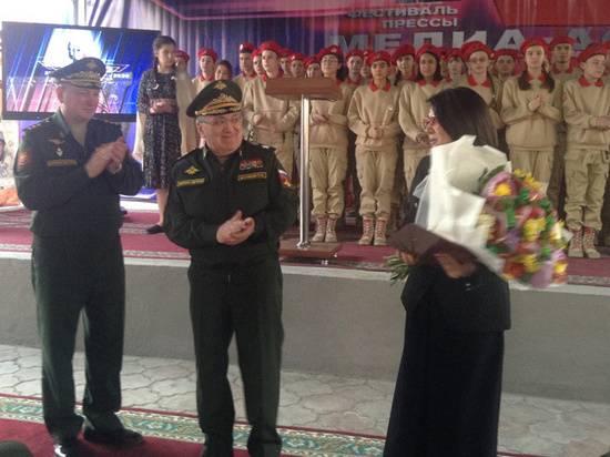 Первый замминистра обороны Цаликов вручил награды военным журналистам