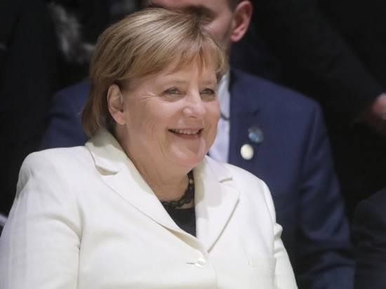 Меркель застукали за покупкой туалетной бумаги и вина