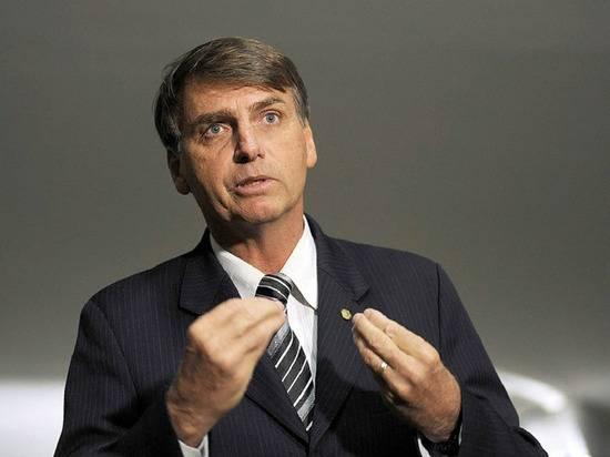 Президент Бразилии назвал преступлением действия губернаторов по введению карантина