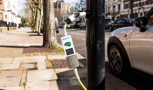 В Британии электромобили теперь можно заряжать от уличных фонарей